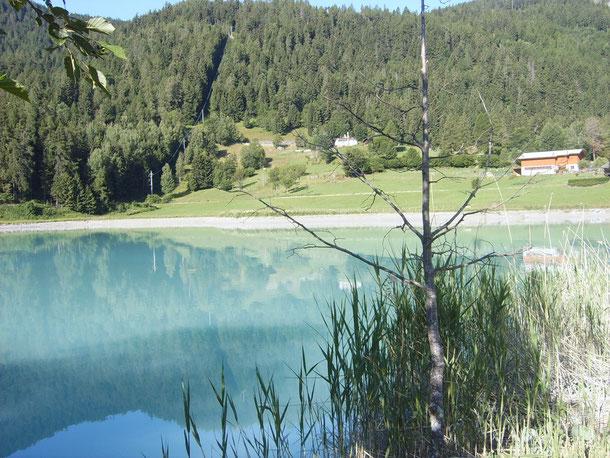 Le previsioni meteo ci obbligano a cambiare meta.....tralasciamo l'idea della Valle Stretta per assaporare la Val D'Ayas.       lo start odierno è fronte lago a Brusson....bellissimo