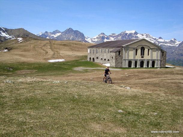 il Santuario del Col Lombardo a cavallo fra la Val Susa e la Val di Lanzo