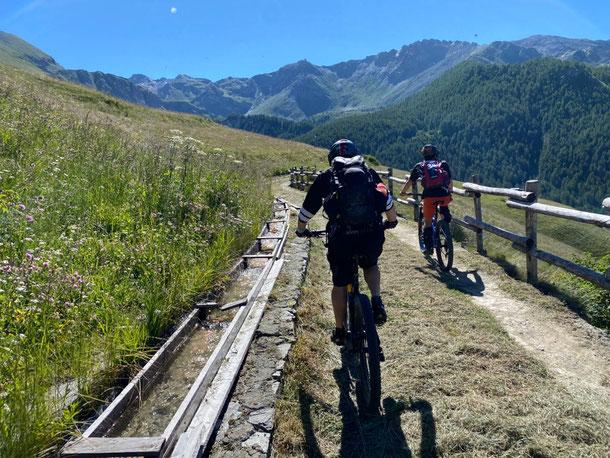 Attraversiamo CHAMOIS,  perla della Valle D'Aosta.