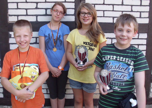 Sommer 2012:  Janek und Beke   (Zweitplatziert)    Lynn und Lennard   (Schüler-Vereinsmeister)