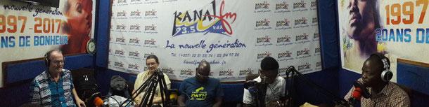 Die Togohilfe bei Radio 93,5 FM in Lomé