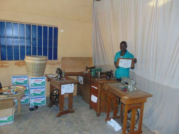 Die gespendeten Nähmaschinen sind im Ausbildungszentrum AGERTO eingetroffen und einsatzbereit!