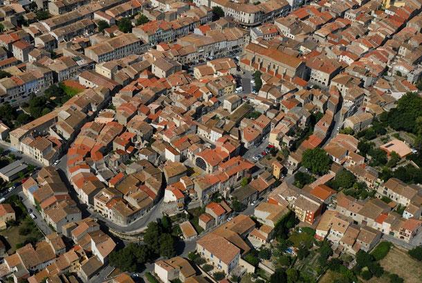Ville de Sigean accessible à pied depuis le mobilhome