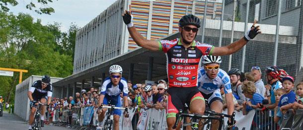 Andrea Vaccher (Roth-Skoda) gewinnt in Cham-Hagendorn.