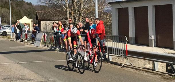 La victoire s'est jouée au sprint entre Mathias Reutimann (à dr.) et Claudio Imhof. Image: màd