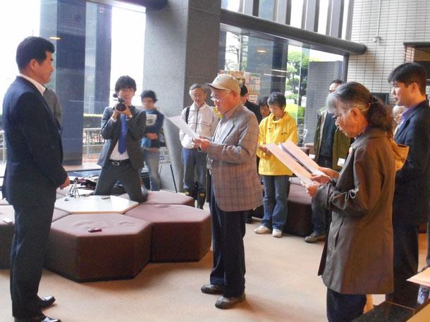 ※写真上、真ん中が澤山さん。