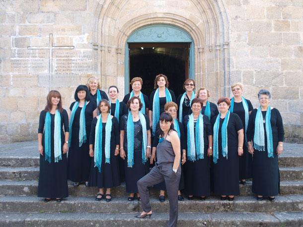Las chicas del coro antes de la actuación