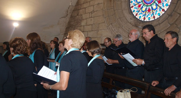 Actuación en la iglesia de Santiago Apóstol