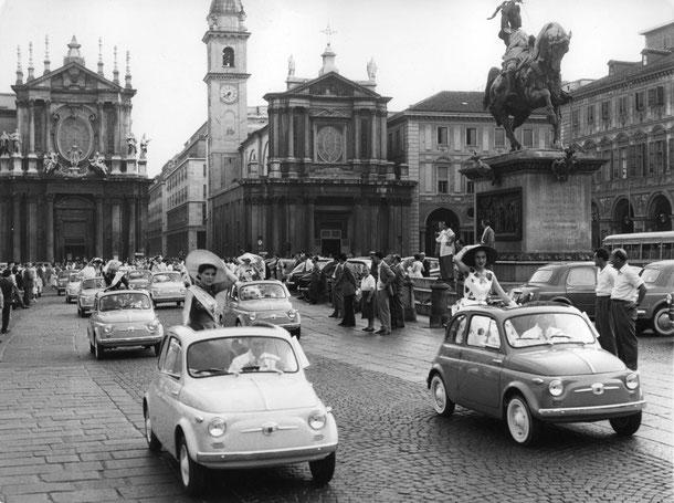 La Fiat 500 divenne uno dei simboli del boom economico italiano