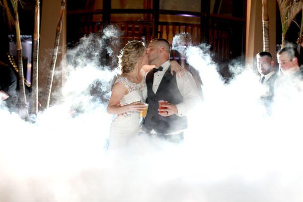 DJ Set von dee-age mit Nebel bei einer Hochzeit in Eisenach