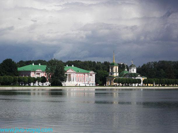 Усадьба Кусково. Вид на Дворцовый пруд, Дворец Шереметевых и Спасскую церковь