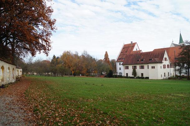 Blick auf die Klosteranlage und den Bruder-Klaus-Visionenweg