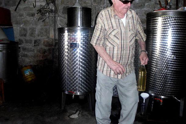 In einem Weinkeller.