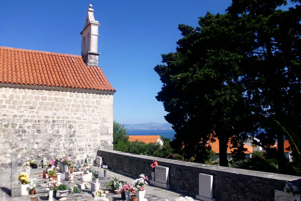 Der Friedhof von Postira.