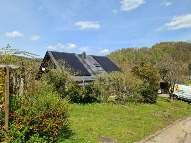 Installierte SunPower Photovoltaikanlage auf einem Einfamilienhaus © iKratos