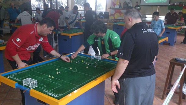 Julio Candelas en su partido contra Vicens Prats, arbitrado por José David Somoza. Nuestro capitán se defendió de maravilla. Lástima que la fortuna no fuese su aliada...