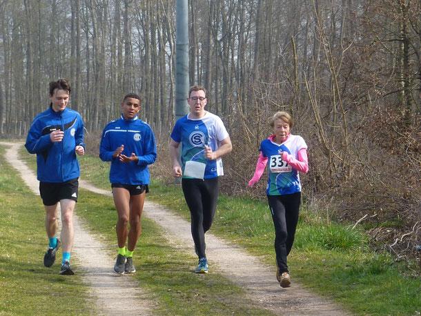 Läufergruppe des SC Önsbach bei den  Kreiswaldlaufmeisterschaften.