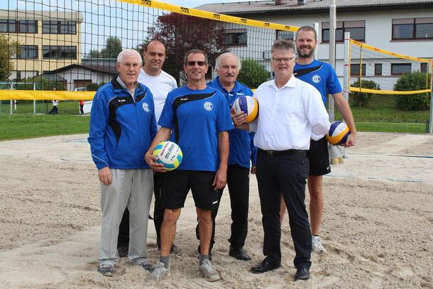 Von links: Werner Huschka (SC-Präsident), Matthias Rösch (1. Vorsitzender SC), Fred Weber (Bauleiter, SC-Volleyball), Klaus Fischer (Förderverein), Harald Weber (Förderverein), Daniel Dörflinger (SC-Volleyball)