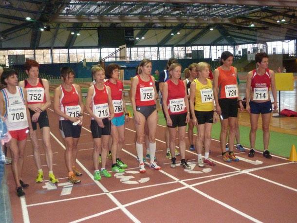 Bad. würt. Hallenmeisterschaften Start zum 3000m-Lauf. Nr. 774 Elfriede Hodapp