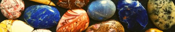 Photo d pierres micro macramé en vrac, forme ovale et ronde, de couleur diverses