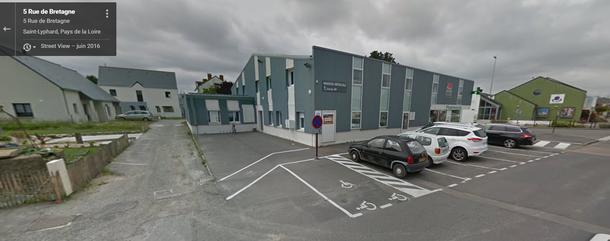 Photo de l'entrée de la maison médicale osteo infirmier kiné médecin. Solène Marvyle Ostéopathe 7 rue de Bretagne 44410 Saint-Lyphard - Cabinet d'ostéopathie Solène Marvyle - Pornichet - Saint Lyphard