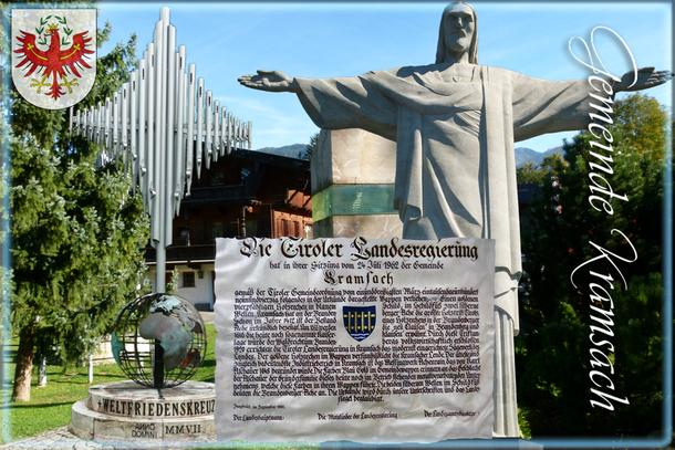 """Das Weltfriedenskreuz in Kramsach ist 7 Meter hoch, steht auf einem Marmorsockel und einer Weltkugel ...symbo-lisch für das Kreuz, über die gesamte Welt. Der Querbalken ist mit 42 Orgelpfeifen besetzt, es erinnert an die ORGEL """"Musik als Weg zum Frieden""""!"""