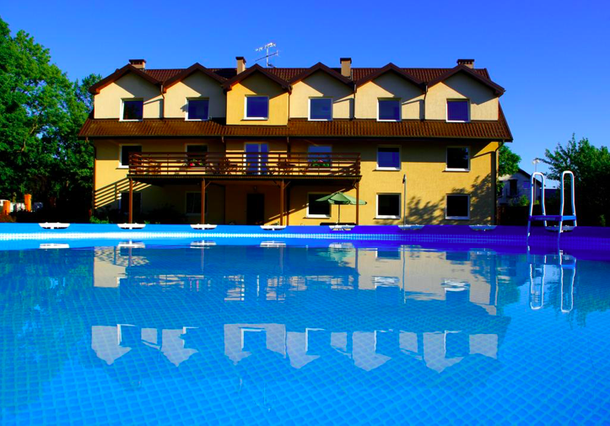 Отель с бассейном на Балтийском море в Лебе