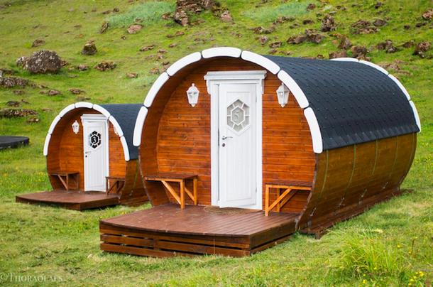 Необычный отель в Исландии - глэмпинг в пивной бочке