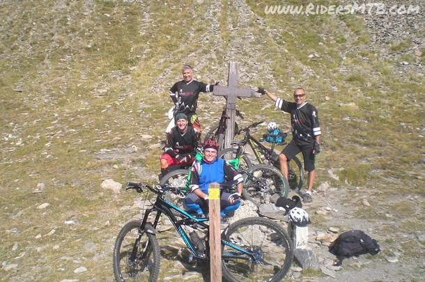 Eccoci al colle della Croce, dopo circa 450 metri di DSL a spinta