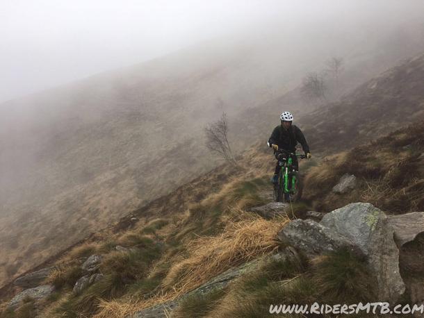 I monta e smonta sono frequenti... La linea da pedalare è stretta e le pedivelle sono sempre a rischio