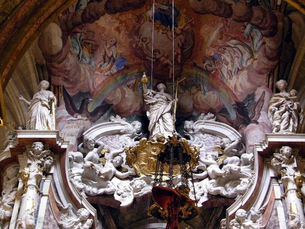 Потолок алтаря. Кафедральный собор в Толедо