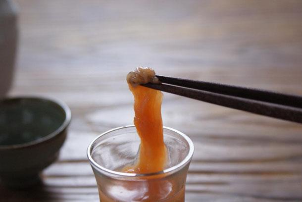 1年で1ヶ月弱の期間だけ、2月中旬から3月頭ころまでの季節商品であります天たつの生くちこは熱々のお酒のつまみに美味しい高級珍味です