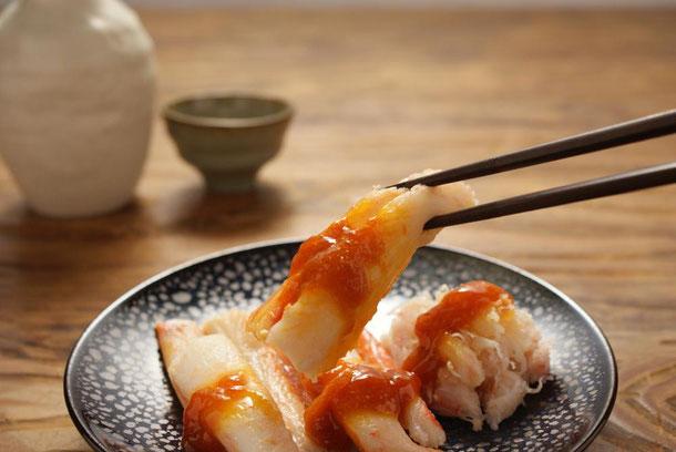 創業文化元年、1804年から続く日本三大珍味の汐うに発祥の店、天たつが開発しましたカニの一品、雲丹あわせずわいがにはカニの甘味と汐うにの旨味を存分に味わえる蟹の一品です