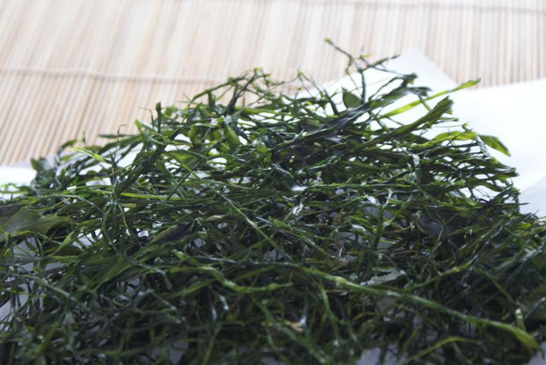 天たつで毎年春ころ販売をします菅藻_すがも_。香りと旨味濃い海藻で、ご飯にも見かけると絶品です。
