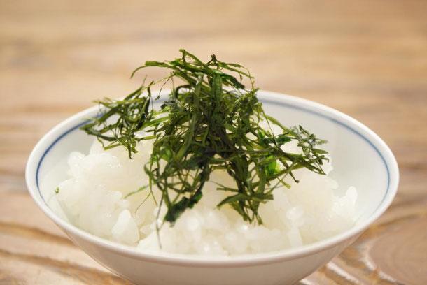 天たつで4月から夏ころまで販売をします菅藻_すがも_は潮の香りと旨味濃い、とっても取れる量の少ない福井の海藻です。ご飯に揉みかけて、お酒の肴に大変お薦めです。