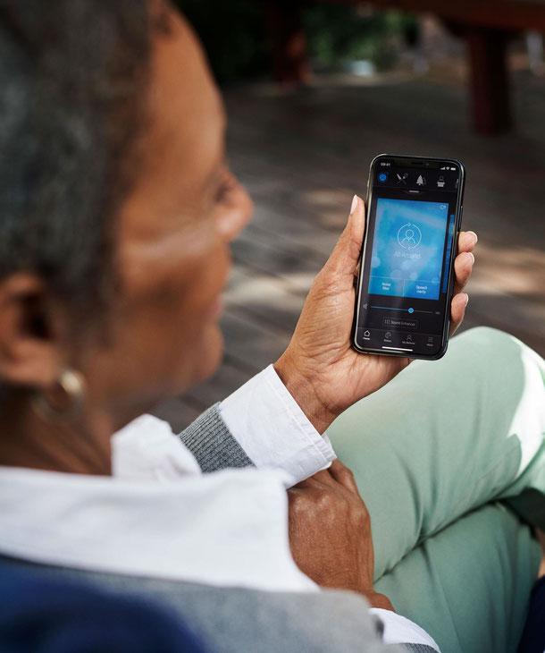 Aparaty słuchowe Beltone kompatybilne ze smartfonami