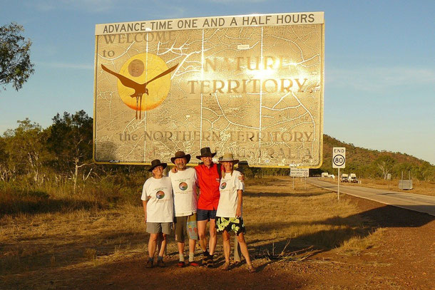 Das Dreamteam 2008, Hannelore, Andreas, Björn und Rita vorm Eintritt ins Northern Territory