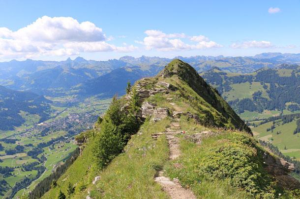 Blick vom Wasserngrat auf Gstaad und Saanen
