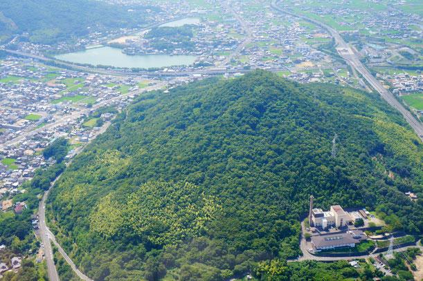 讃岐富士の上です。