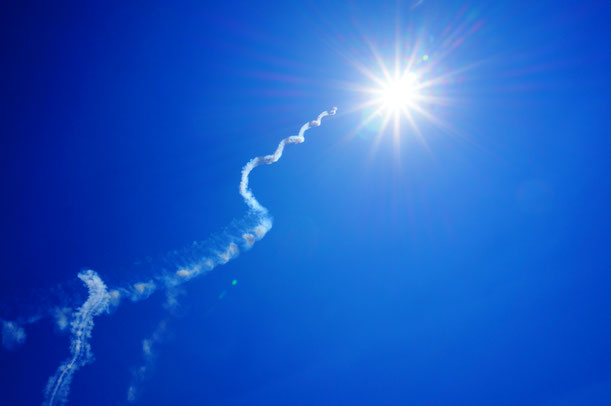 美保基地航空祭でのブルーインパルスの華麗なる飛行をご覧ください。