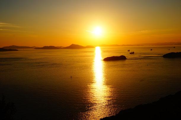 ではこれから夕日の写真集をお楽しみください。