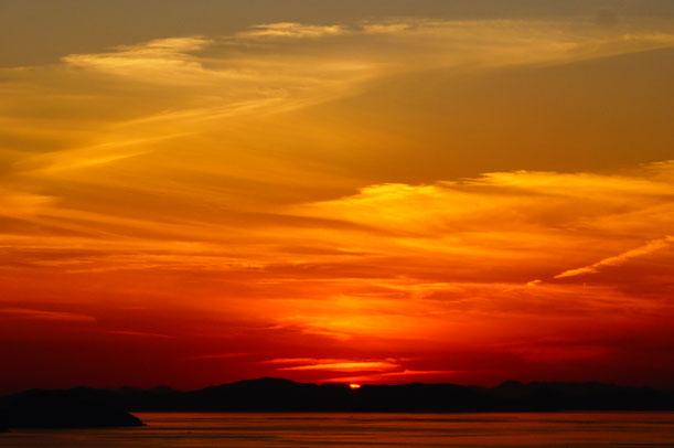 何度見ても瀬戸の夕日はやっぱり素晴らしいです。みなさんも是非児島に夕日鑑賞にお越しください。