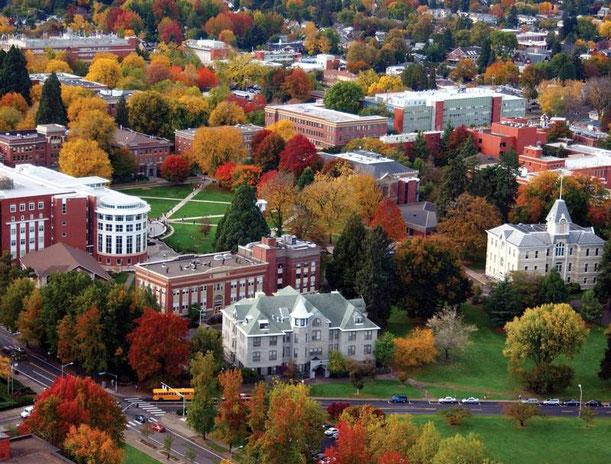 Blick auf den Campus der Oregon State University im Herbst