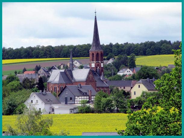 Kirche zu Herrmannsgrün (Mohlsdorf),weithin sichtbarer Wegweiser
