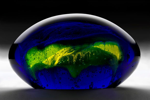 Mars Attack | kiln cast, grinded, fused, hand polished glass | 28 x 16 x 14 cm | 2006 | ● Rippl Rónai Museum Contemporary Collection