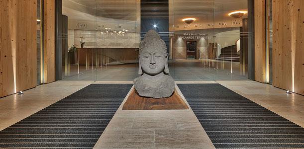 Statua del Buddha all'ingresso