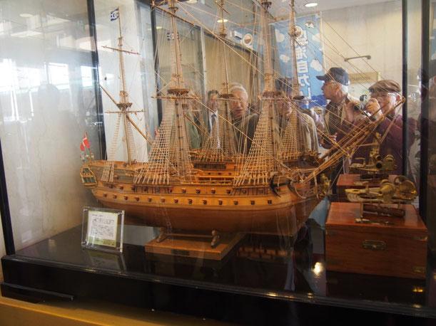 NORSKE LOVE 1765年 昼食を摂ったシティプラザにある食堂 「すぎや」にあった帆船模型