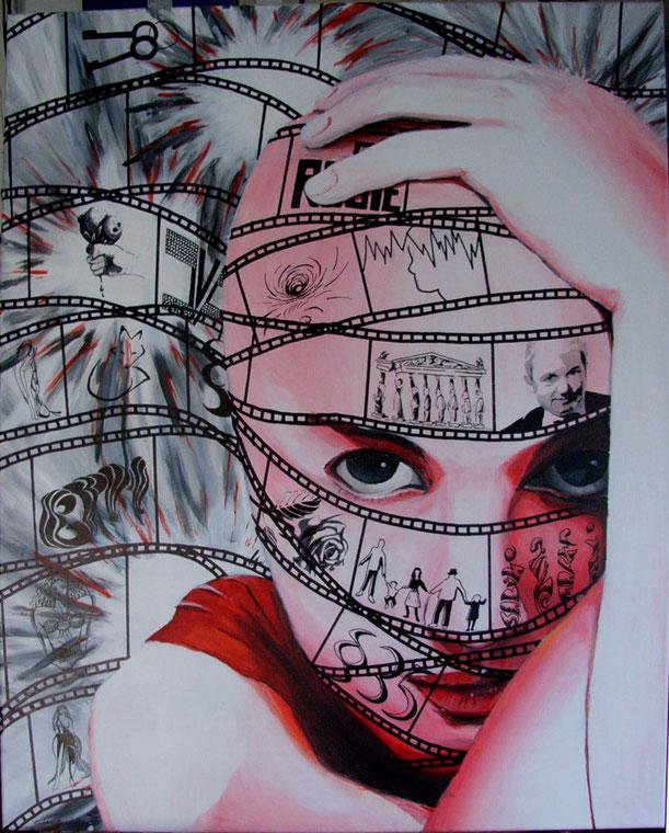 Ein rot-weißes Portrait einer Frau, aufgestützt auf ihren rechten Arm, der linke unterstützend, die Hand auf dem Kopf aufgelegt, der Blick hilfesuchend, fragend. Gefesselt von schwarz-weißen Filmstreifen, die ihr Kopfkino dokumentiert. Im hinteren Teil de