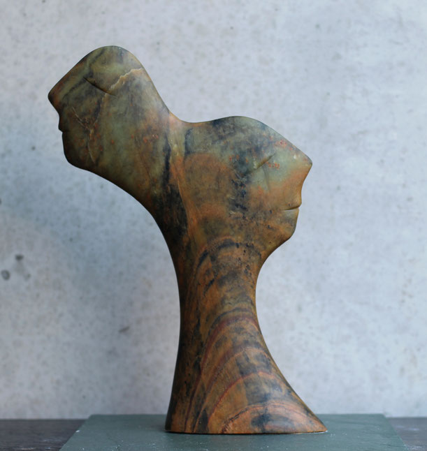 Heidrun Feistner: Zu zweit / Die malenden Steine / Stein / 36 cm / 2019 / Foto HF