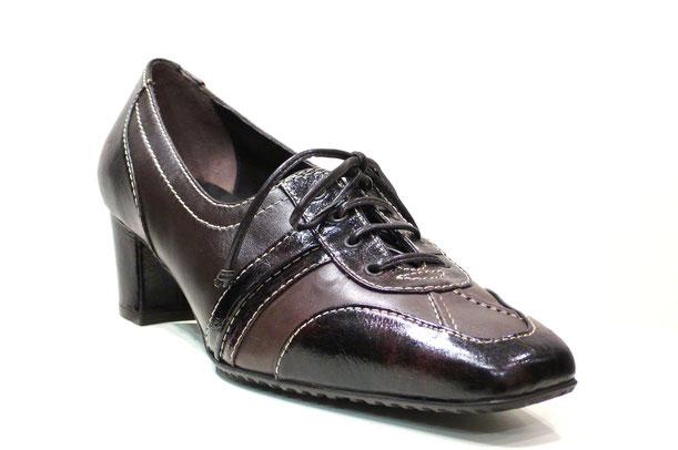 Magnífico zapato blucher de la marca Kurhapies, por la calidad de su piel (tafilete y florentic) en tonos marrones contrastado en pespunte crudo , su elaboración y su diseño, pasador cordón piel, planta anatómica y suela caucho dentada y perfumada.